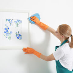 Nettoyer sa tenture murale : procédés et matériel nécessaire
